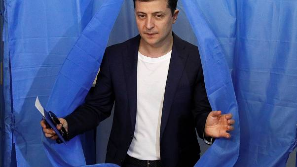 Exit poll: Volodimir Zelenszkij humorista lesz Ukrajna elnöke