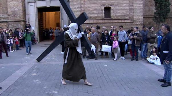 La lluvia permite que se celebren los últimos actos de la Semana Santa en España