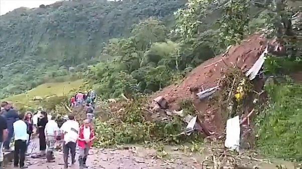 مقتل 17 شخصا في انهيار أرضي بجنوب غرب كولومبيا