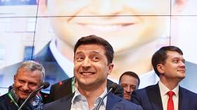 How is Russia reacting to Zelenskiy's election win in Ukraine?