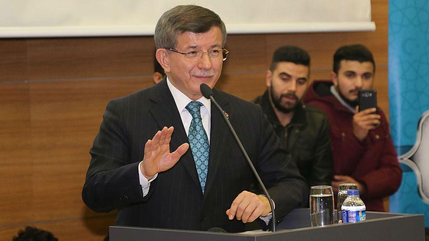 Davutoğlu AK Parti'yi eleştirdi