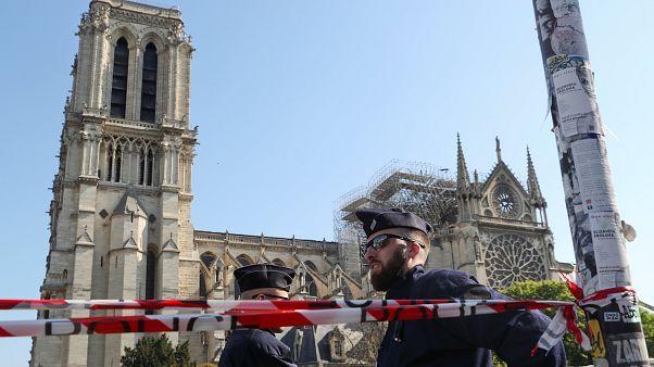 Туристов допустили к собору Парижской Богоматери