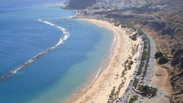 Címlapkép: Playa de Las Teresitas, Tenerife, wikimedia commun