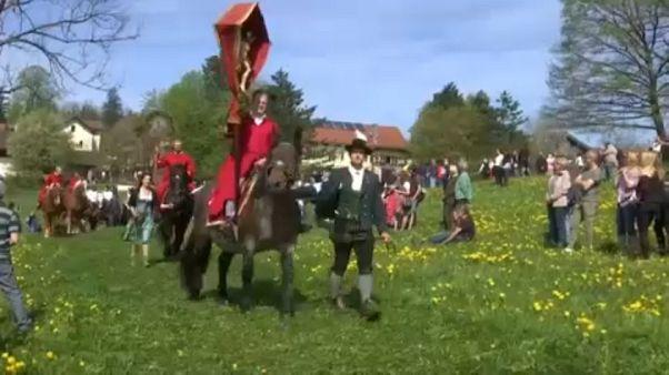 شاهد: ألمان يحيون عيد الفصح بتقليد يعود تاريخه للقرن التاسع عشر
