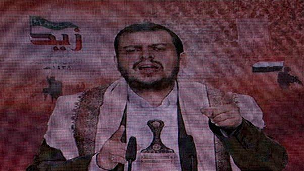 عبد الملك بدر الدين الحوثي زعيم جماعة الحوثي اليمنية يظهر عبر شاشة