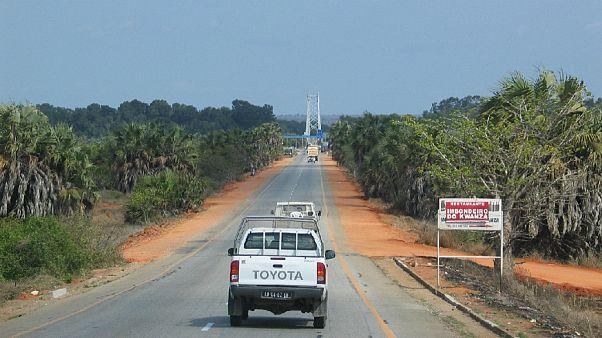 Ponte sobre o Rio Kwanza, na estrada entre Luanda e o Lobito, em 2008