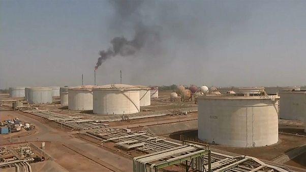 Críticas ao fim da derrogação ao comércio de petróleo iraniano