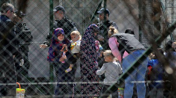 شرطة كوسوفو تحقق مع عدة نساء بعد عودتهن من سوريا