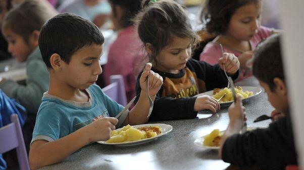 Fransa'da yoksul mahallelerdeki okullarda çocuklara ücretsiz kahvaltı verilecek