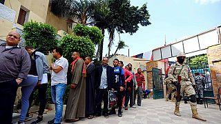 'Mısır'da yetkililer referandum için oy kullanan halka makarna dağıtıyor' iddiası