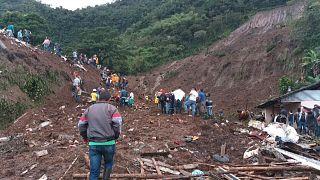 Suben a 28 los muertos por el derrumbe en Colombia