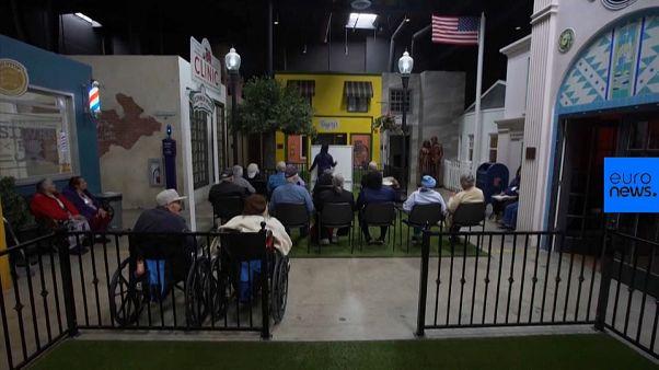 Video | Alzheimer hastaları için geçmişe götüren 'hatıra köyü' kuruldu