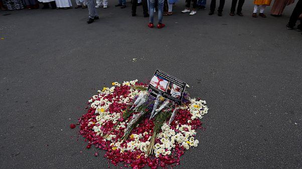 إكليل وضع لذكرى قتلى سريلانكا خلال تشييع في كولومبو اليوم