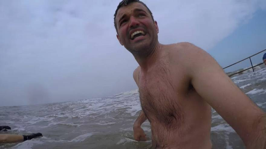 Euronews' Stuart Oates braves the Irish Sea.