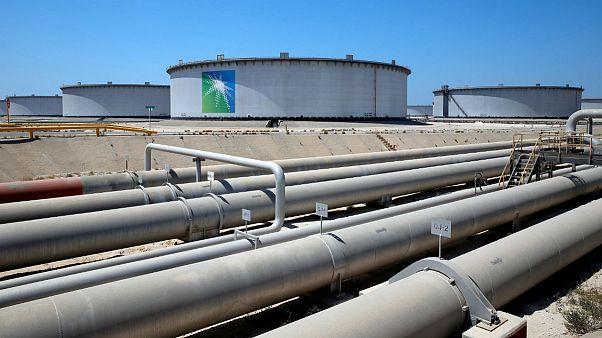 وزیر انرژی عربستان: تعادل نفت را در بازارهای جهانی کنترل میکنیم