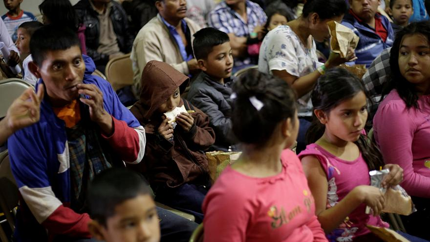 ABD'nin Meksika sınırında terk edilmiş 3 yaşında bir çocuk bulundu