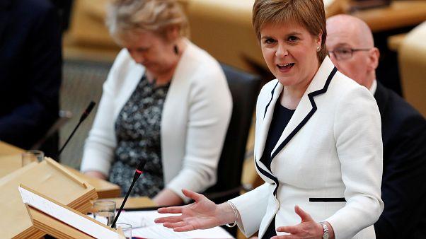 La Première ministre écossaise N. Sturgeon devant le parlement à Edimbourg