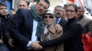 Ekrem Imamoglu, CHP mayor of Istanbul, with his mother and sister