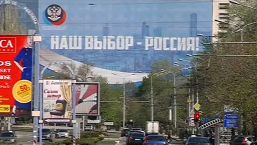Vladimir Poutine distribue des passeports russes aux habitants du Donbass