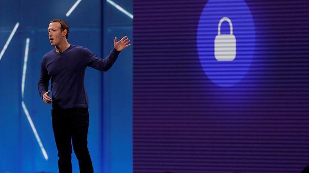 زوكربرغ ملقياً كلمة في مؤتمر سنوي في كاليفورنيا الأميركية