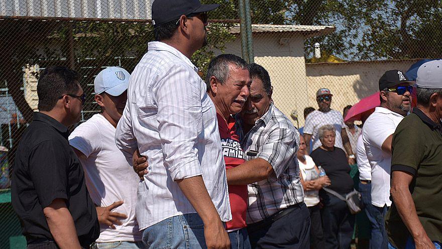 Familiares de las víctimas de un tiroteo en Veracruz