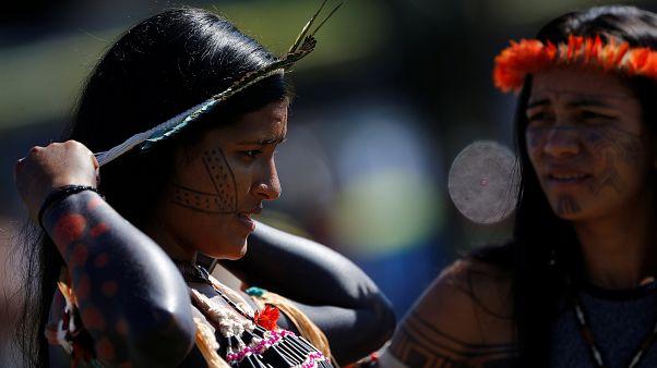 Brezilya'da yerliler toprak hakları protestosu için başkente akın etti