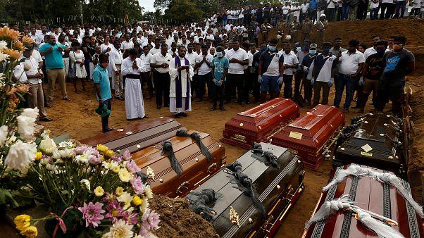 Sri Lanka'da hayatını kaybedenler için toplu cenaze töreni düzenlendi
