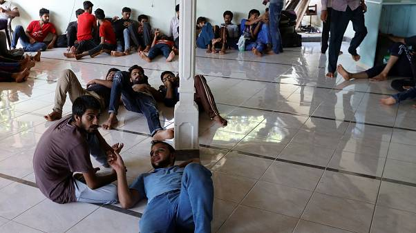اللاجئون الباكستانيون في مسجد الأحمدية