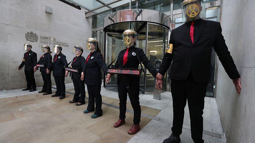 Λονδίνο:Στην οροφή ενός τρένου για το...κλίμα