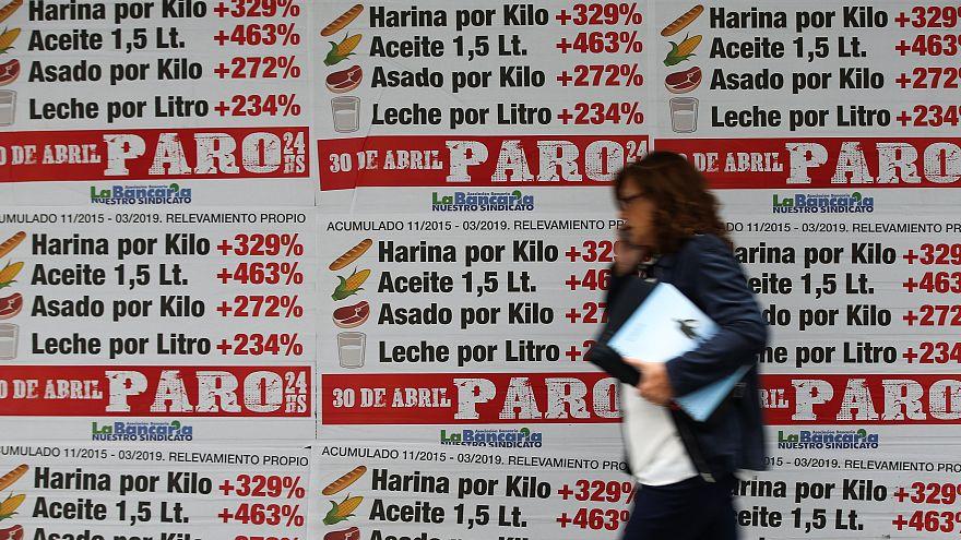 """Argentina vive un """"miércoles negro"""" con el dólar y prima de riesgo disparados"""
