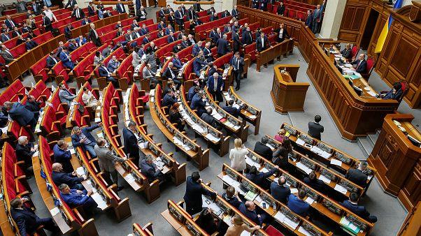 Ukrainian politicians vote to adopt controversial language law