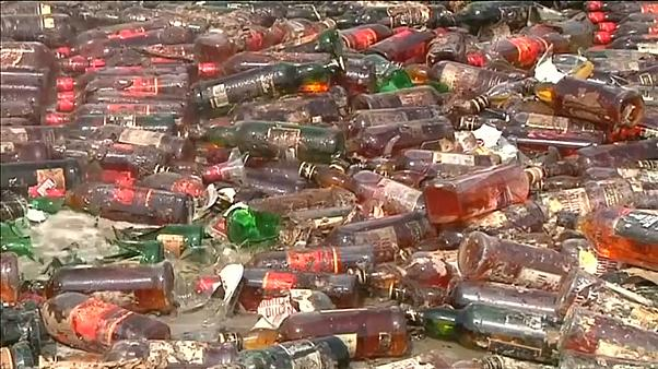 شاهد: السلطات الباكستانية تدمر ثلاثين طنا من المواد المخدرة والمزورة