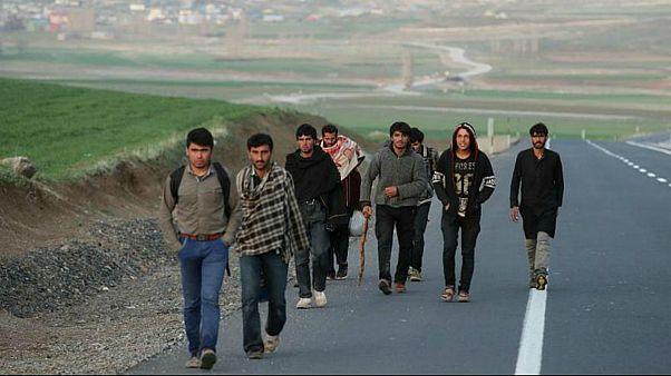 تأثیر تحریمهای ایران بر مهاجران؛ افغانهایی که به خانه باز میگردند