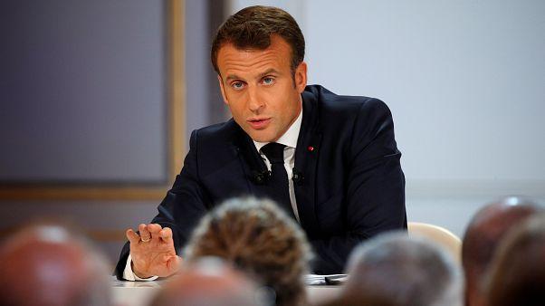 ماكرون يقول الإسلام السياسي يمثل تهديدا للجمهورية الفرنسية ويسعى للانعزال عنها
