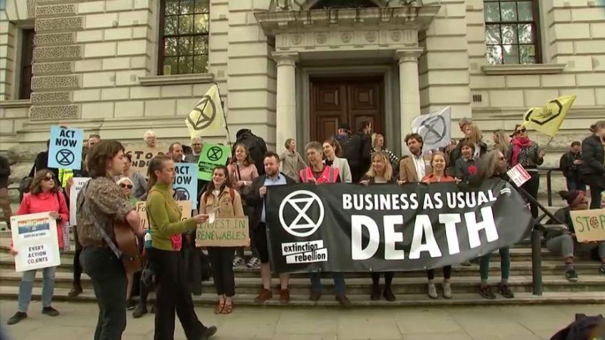 Ecologistas bloqueiam bolsa de Londres