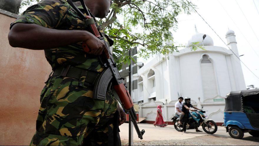 سریلانکا؛ استعفای رئیس پلیس و جستجو برای یافتن ۱۴۰ مظنون مرتبط با داعش