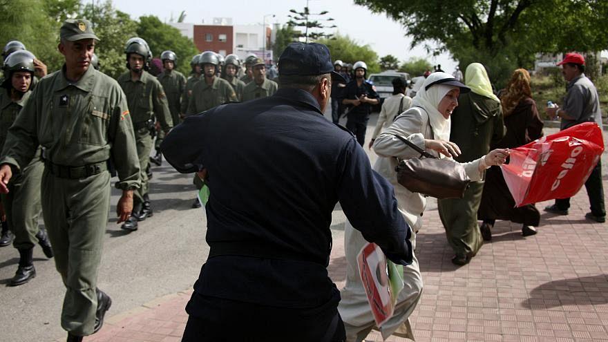 الشرطة المغربية تستخدم خراطيم المياه والهراوات لفض اعتصام للمعلمين