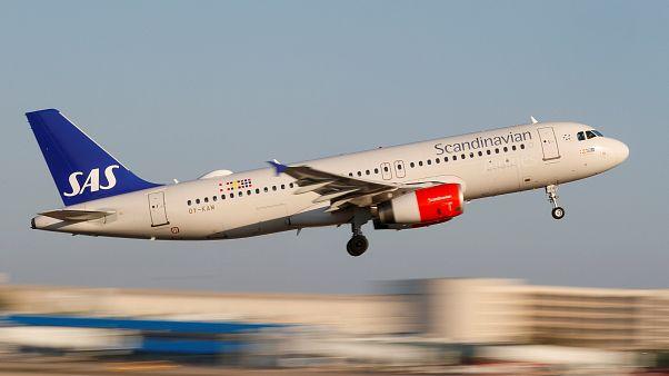 SAS cancela más de 670 vuelos en el primer día de huelga de sus pilotos
