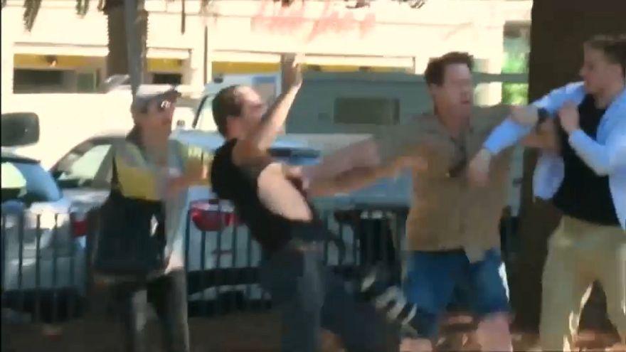 شاهد: شاب يعتدي على صحافيين في أستراليا
