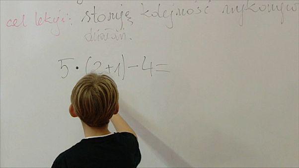 La Polonia torna in classe per gli esami di fine anno. Sospeso lo sciopero nazionale della scuola
