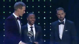 Racismo: Raheem Sterling recebe prémio