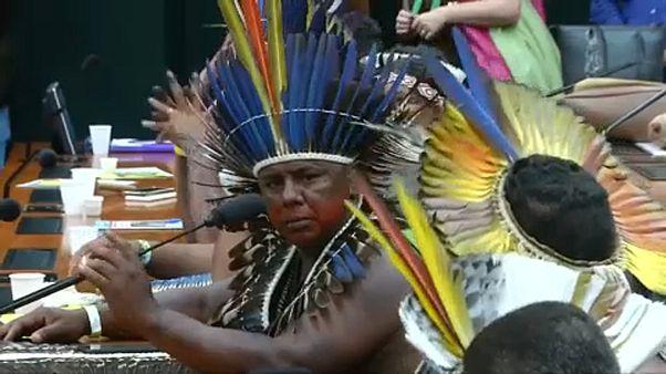 Bennszülött törzsek tüntetnek Brazíliában