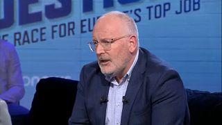 """""""La ultraderecha crece porque la gente está harta del sector financiero"""", dice Timmermans"""