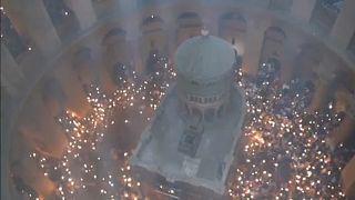 """El """"milagro"""" del Fuego Santo congrega a miles de fieles ortodoxos en Jerusalén"""