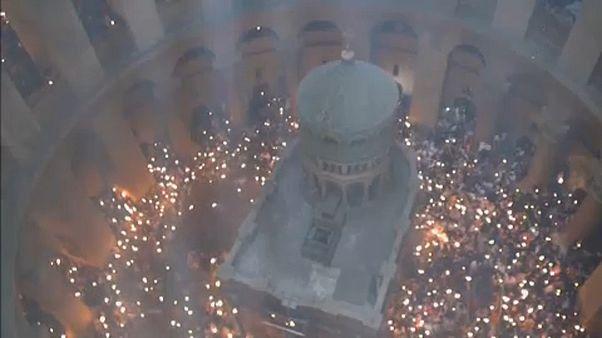 """Cristãos ortodoxos celebram """"fogo sagrado"""""""