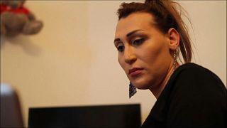 شاهد.. امرأة متحولة جنسياً تثير ضجة في أرمينيا بعد خطاب ألقته في البرلمان