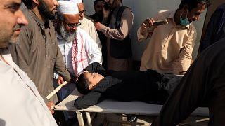 Pakistan'da polis koruması altında çocuk felci aşısı yapılıyor; Taliban neden aşıya karşı çıkıyor?