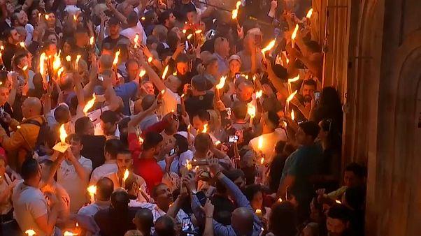 شاهد: المصلون يحتفلون بعيد الفصح المقدس في القدس