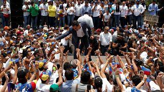 Maduro e Guaidó preparam embate do 1º de maio