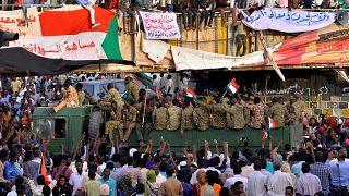 Sudan'da ordu ile sivil yönetim isteyen muhalefet, geçiş konseyi kurulması konusunda anlaştı